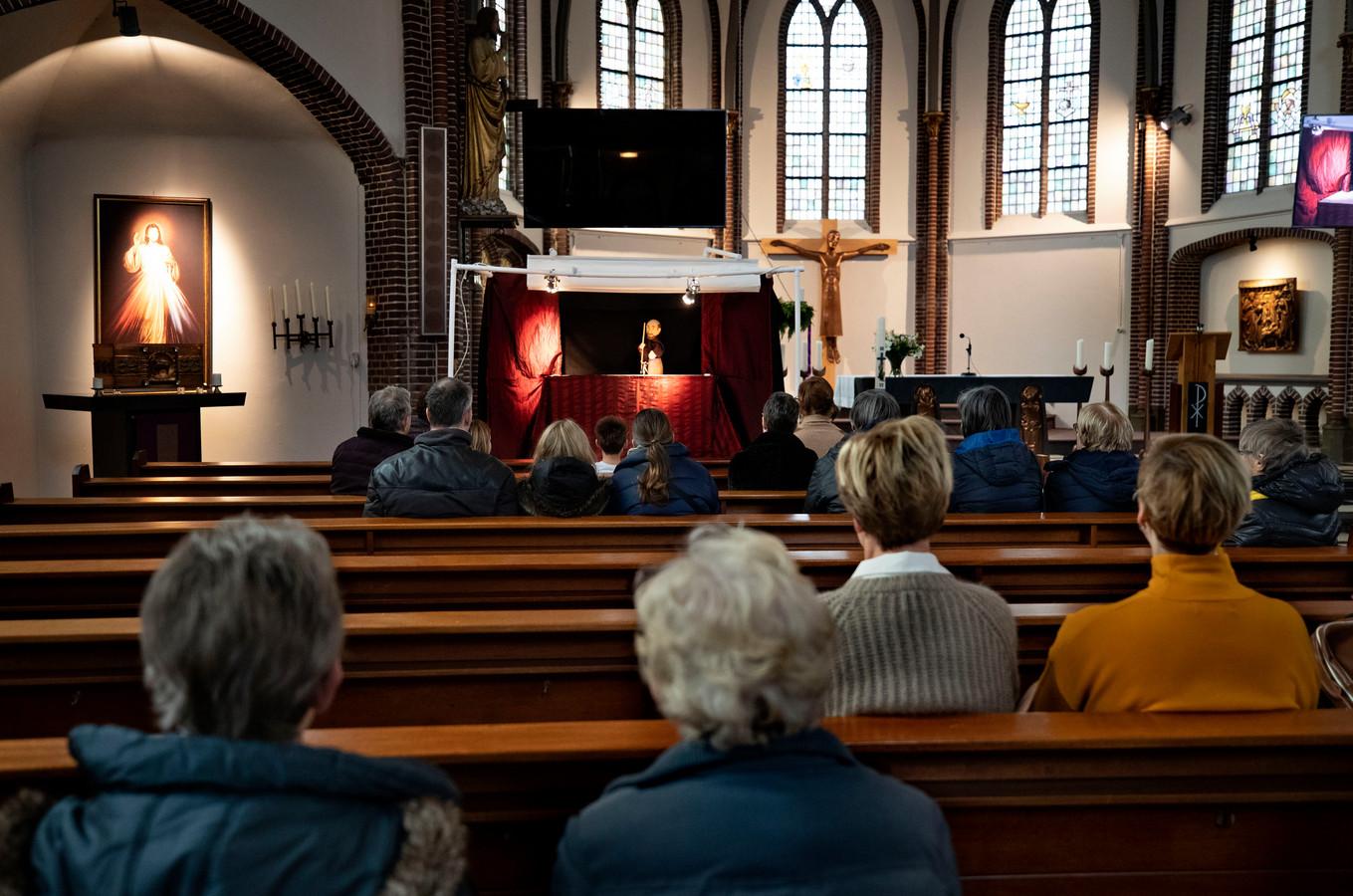 Poppentheater in de kerk van Asten-Heusden