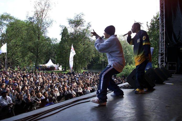 Rapper Coolio (rechts) en zijn band traden in 2000 al op in Rotterdam. Inmiddels is hij 55 jaar en komt hij naar Sneek.