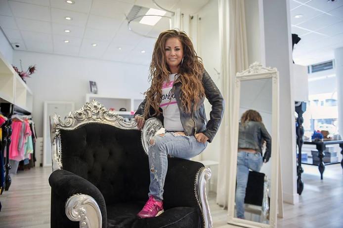 Realityster Marcella Kox in de kledingwinkel die ze sinds maart 2015 in Arnhem heeft. Foto: Marina Popova