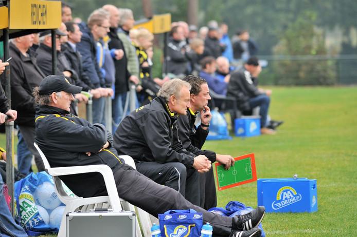 Hans Pegels zit naast trainer Maarten Kerkhof.