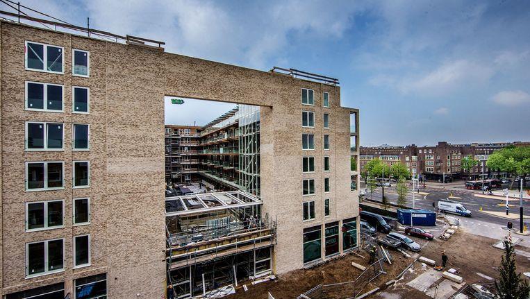 De nieuwbouw op het Stadionplein. Eind volgend jaar moet de vernieuwing helemaal klaar zijn. Beeld Jean-Pierre Jans