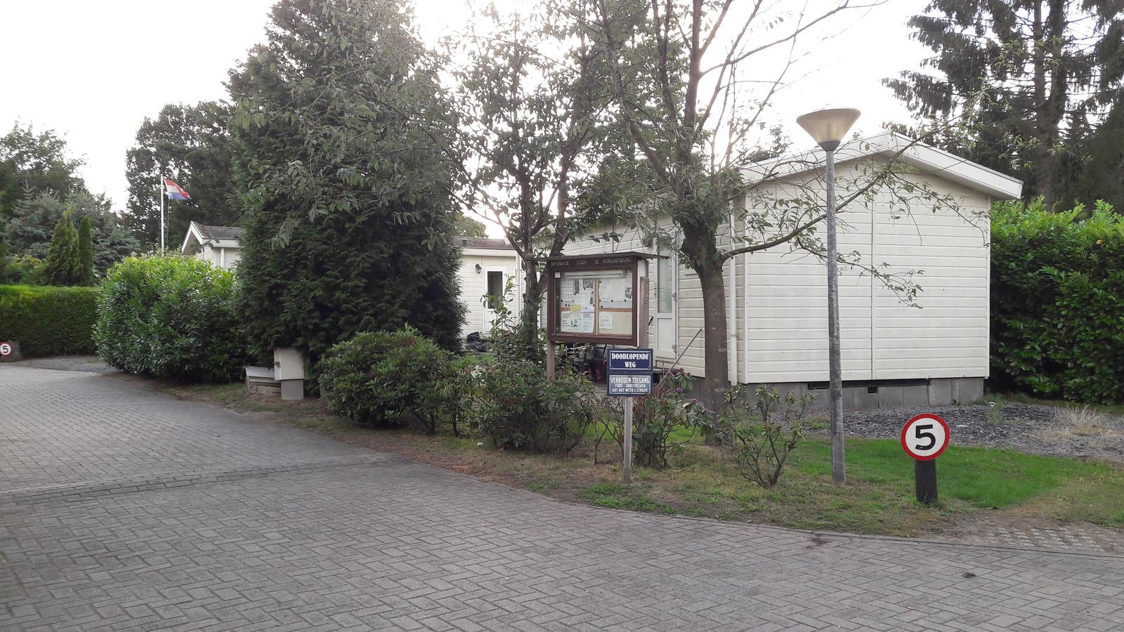 Recreatiebungalows op de Veluwe worden niet altijd gebruikt voor recreatie, maar ook voor permanente bewoning. Elf Veluwse gemeenten willen de vakantieparken weer omvormen tot recreatiebedrijven, ze werken samen in het programma Vitale Vakantieparken.