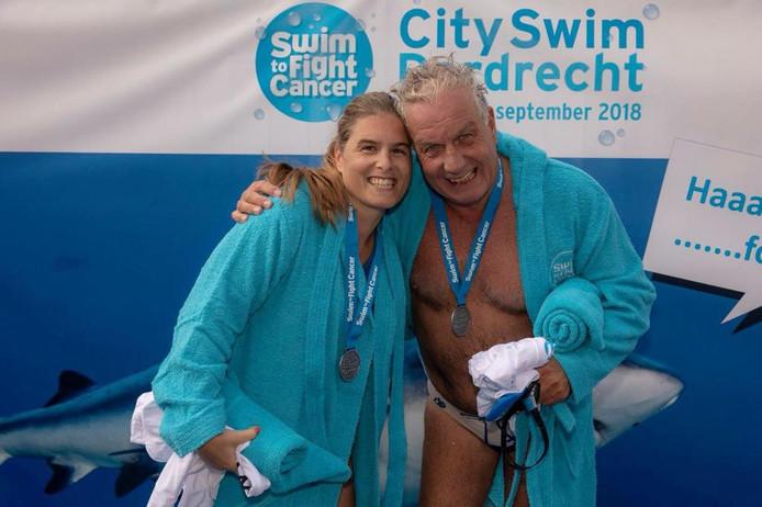 Wouter Eenhoorn zwemt samen met zijn dochter de City Swim.