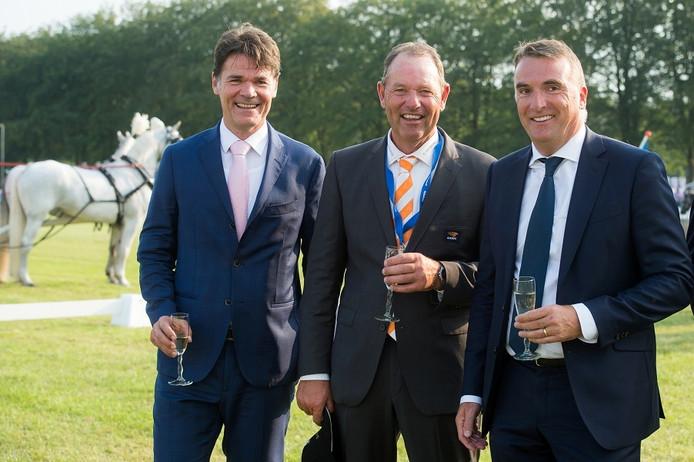 Burgemeester Paul Depla, menner IJsbrand Chardon en Outdoor Brabant-voorzitter Cees Meeuwis.