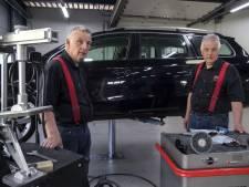 Autoschadebedrijf in Neede bestaat 40 jaar: Markerinks vieren 'leefhebberieje'