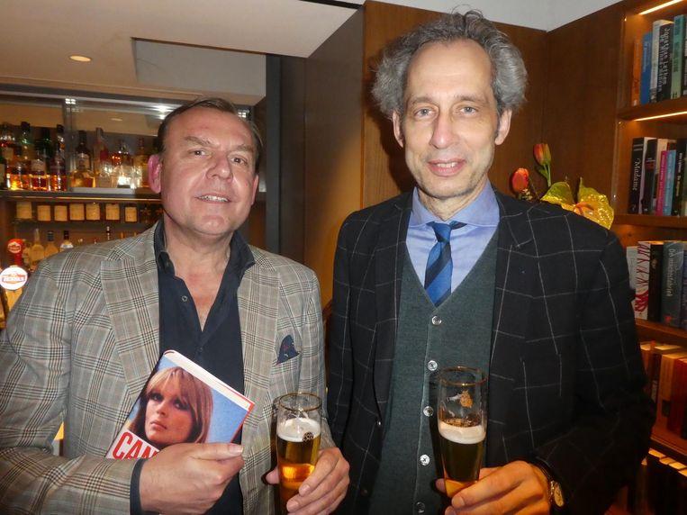 Tom Kellerhuis (HP/De Tijd) en Arjan Peters (Volkskrant). Nog verstand van mode ook. Beeld Hans van der Beek