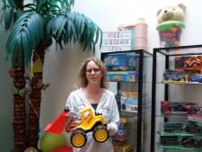 Dubbel gevoel na opening tweede speelgoedbank Almelo: 'Wij horen niet te bestaan'