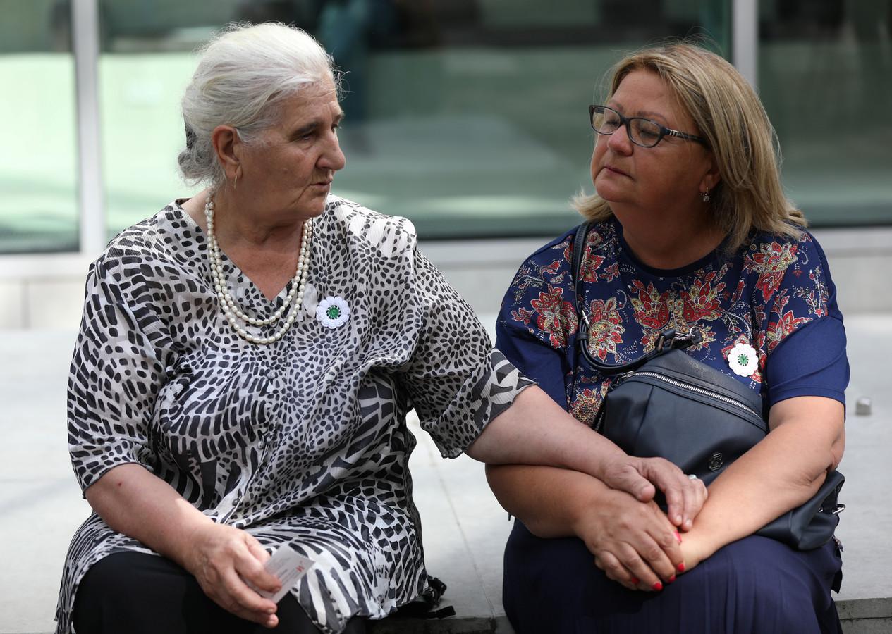 De 'moeders van Srebrenica' hebben duidelijkheid: De Nederlandse Staat is deels aansprakelijk voor de dood van hun geliefden.