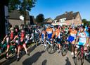 De tour der ongeschoren benen in Lierop; wachten op de start
