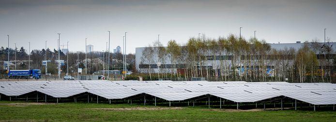 Het zonnepark Welschap, bij de vliegbasis Eindhoven voorziet met ruim 11.000 zonnepanelen 900 huishoudens  van zonne-energie. ANP ROBIN VAN LONKHUIJSEN