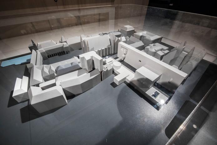 De maquette van Rem Koolhaas uit 1977 van zijn plannen voor het Binnenhof, met rechts nieuwbouw die bijna doorloopt tot aan de Ridderzaal.