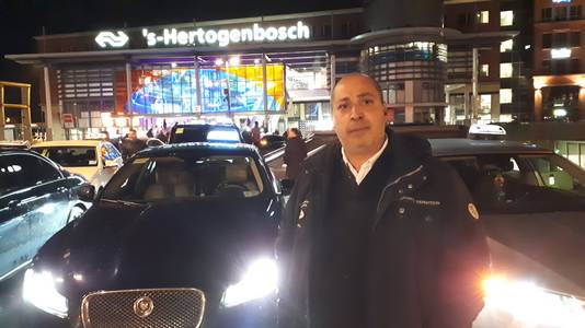 Turgut Cihanoglo, woordvoerder van de taxichauffeurs.