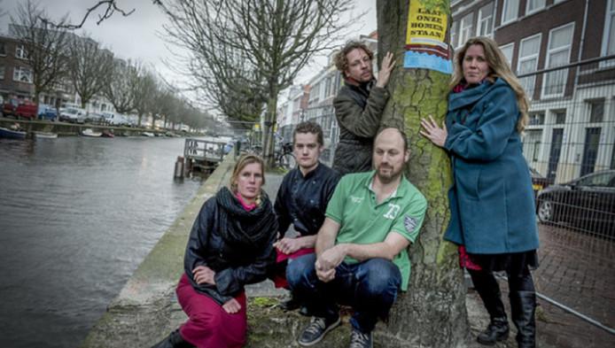 Protest van buurtbewoners tegen bomenkap.