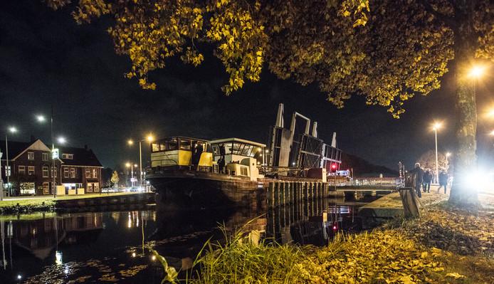 Pannenkoekenboot De Wilmar arriveert in 2016 in Helmond.