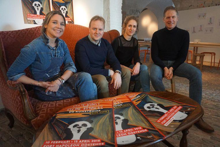 Vlnr.: Artiest Thaïs Vanderheyden, uitgevers Kristof Lamberigts, Cleo Vandenbosch en toerismedirecteur Peter Craeymeersch.