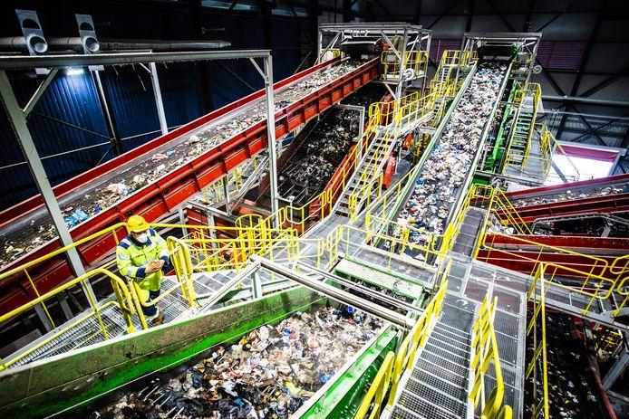 AVR kan plastic, metalen en drankenkartons in Rozenburg uit het restafval halen, maar BAR-Afvalbeheer doet liever zaken met Irado en Afvalsturing Friesland.