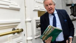 """""""Zijn Vlaamse regeringspartijen schoothondjes van MR?"""" Onderwijsbonden boos omdat Bacquelaine terugkomt op toezeggingen over pensioenberekening"""