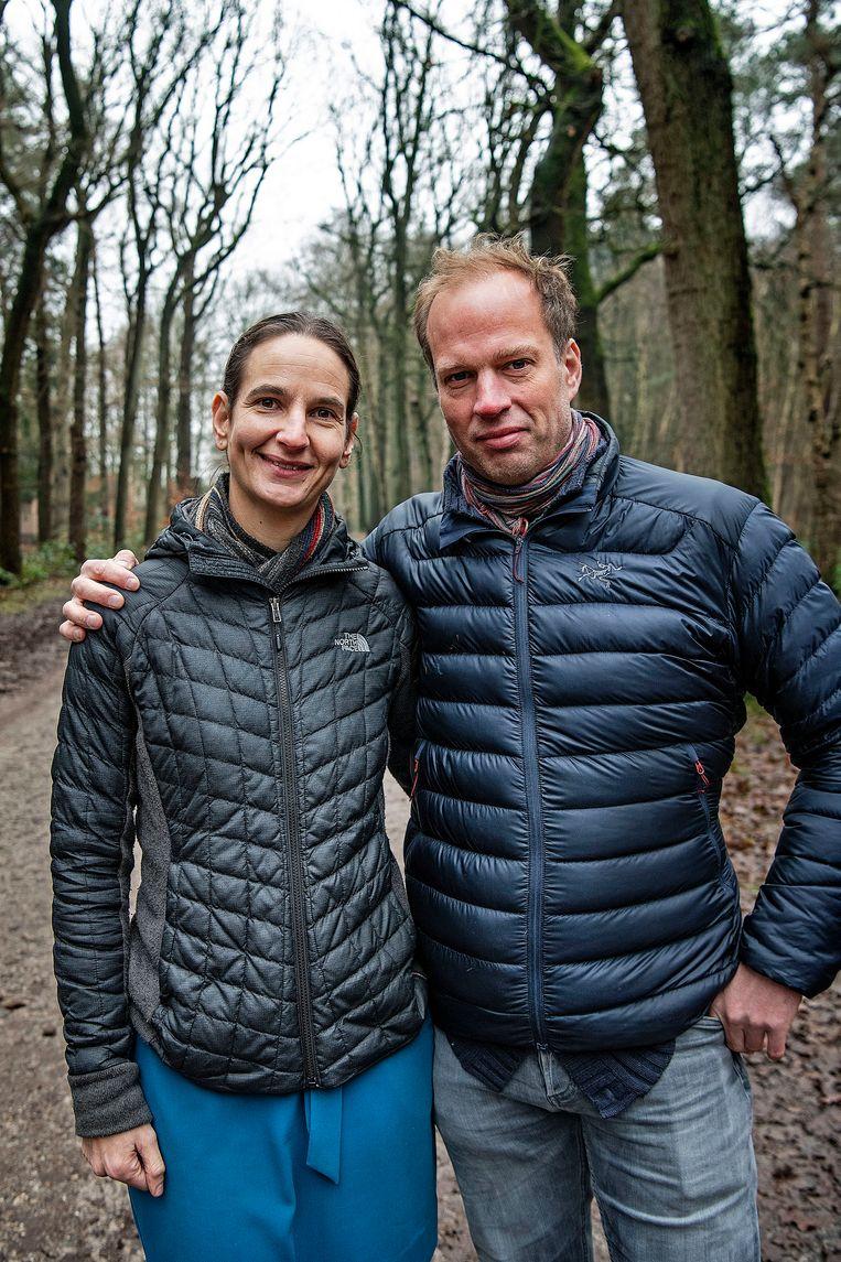 Foke van Delft en Elske Hoornenborg hebben bewust even de stilte opgezocht. Beeld Guus Dubbelman / de Volkskrant