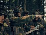Britse filmer van serie Paratrooper loopt warm bij Airborne Museum Hartenstein