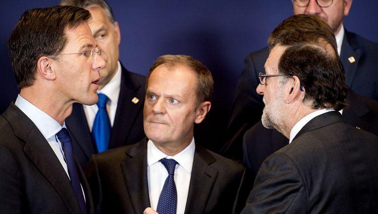 Premier Rutte spreekt vandaag de Spaanse premier Mariano Rajoy (rechts, met baard) Beeld ANP