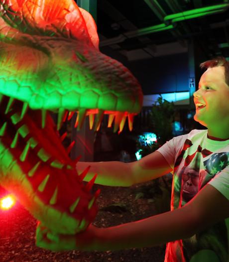 Tachtig dino's op ware grootte in de Brabanthallen: en sommige beesten maken geluid