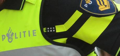 Dronken caféganger door het lint in Doetinchem: agent lichtgewond