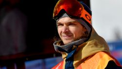 """Snowboarder Seppe Smits sukkelt met knie voor Big Air: """"Zelfs de trap opgaan, doet pijn"""""""