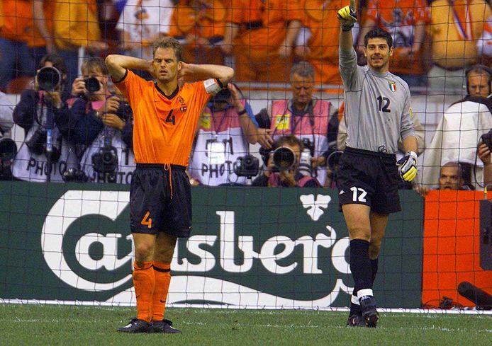 Frank de Boer na zijn gemiste strafschop tegen Italië op het EK 2000.