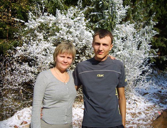 Dimitri met zijn moeder.