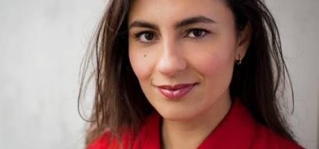 Nadia Moussaid vervangt met 'Laat op Eén' Eva Jinek tijdens verlof