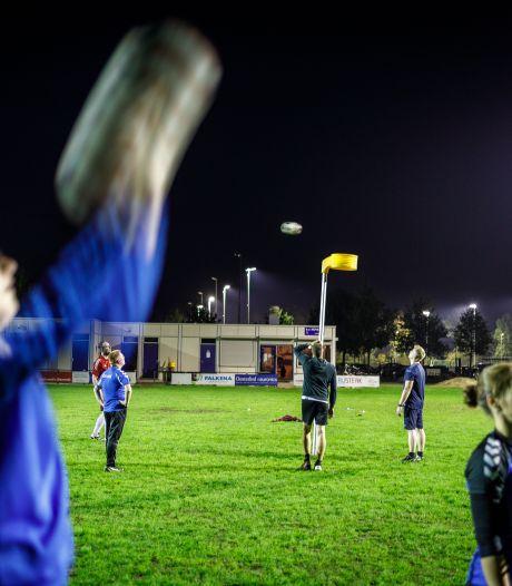 Korfballers Noveas reageren gelaten op coronamaatregelen: 'Of zet een korfbalpaal in je tuin'