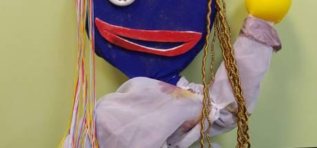 Raamkunst in Eibergen: pop Veera en andere maaksels 'knutselnerds'