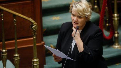 """Minister Muylle aan de tand gevoeld over geannuleerde vliegreizen: """"Brief met excuses ontvangen van TUI"""""""