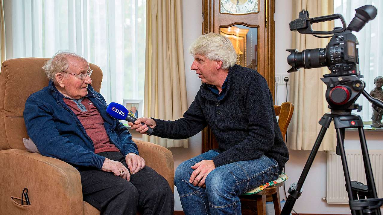 Harrie van Horik aan het werk voor Omroep Siris (archieffoto.)
