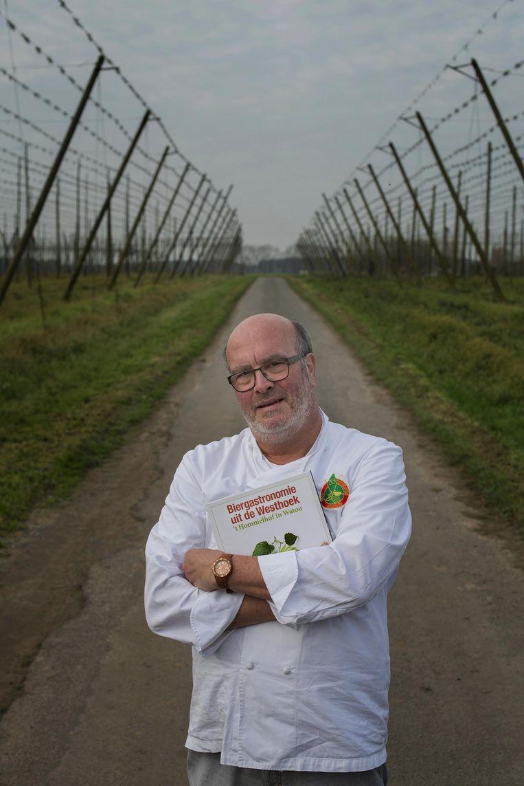 Chef Stefaan Couttenye van restaurant 't Hommelhof op het Watouplein in Watou.