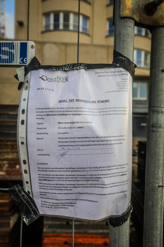 De werkzaamheden zijn stilgelegd op last van het stadsbestuur.