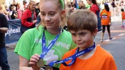 Freya (15) raakte zwaargewond bij aanslag tijdens Ariana Grande-concert. Bijna jaar later rent ze 'marathon' voor goed doel