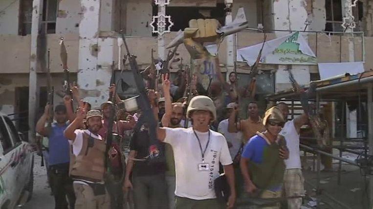 Ook vandaag vieren rebellen de verovering van Bab al-Azizyah, het hoofdkwartier van Kaddafi, in de Libische hoofdstad Tripoli. Beeld ap