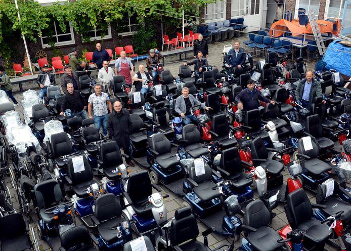 Meer dan 100 scootmobielen en rolstoelen