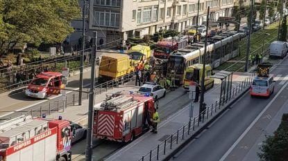 Jongen gewond nadat hij met fiets onder tram belandt in Jette