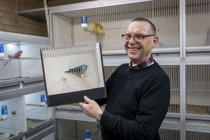 Voorzitter Henri Melenboer van vogelvereniging Zang en Kleur Nijverdal/Hellendoorn pleit voorzichtig voor een onderzoek naar de (on)mogelijkheden van het samengaan van drie Nijverdalse 'dierenclubs' in één sterke omnivereniging.