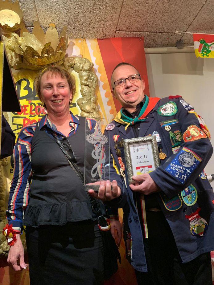 Monique Gloudemans en Marcel Slegers wonnen met hun vertolking van 'Blèf bij mijn' de 22ste editie van de Oeteldonkse Poemiekavond.