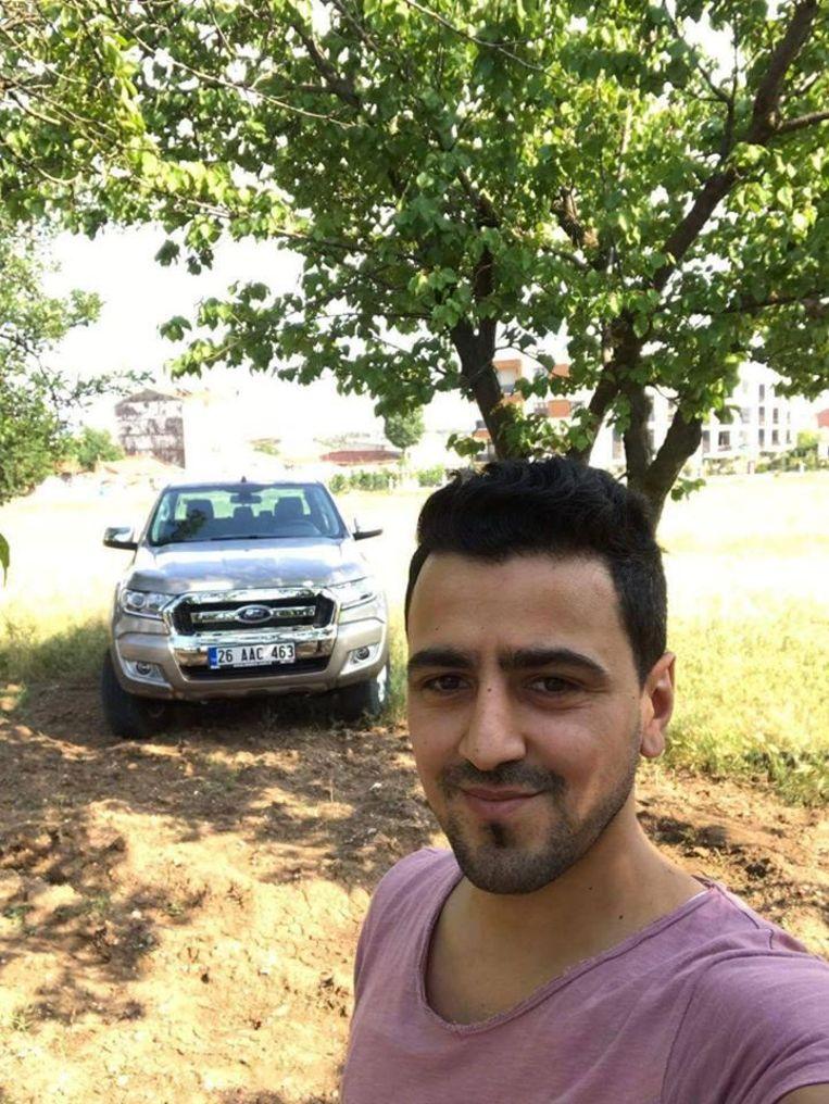 Serhan Bayraktar probeerde de Watersportbaan over te zwemmen.
