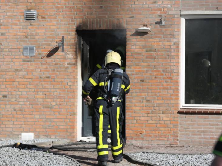 Brand verwoest huis in Klundert, hondje gered door brandweer