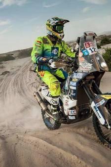 Na 61 uur op de motor finisht Giessenaar in Dakar Rally