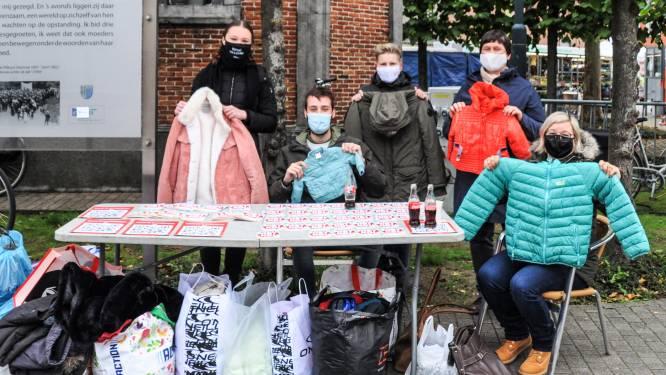 Sp.a zamelt jassen in tegen armoede op wekelijkse markt