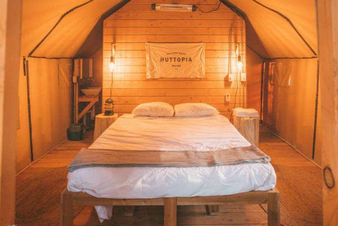 Sous tente, oui, mais dans un lit douillet.