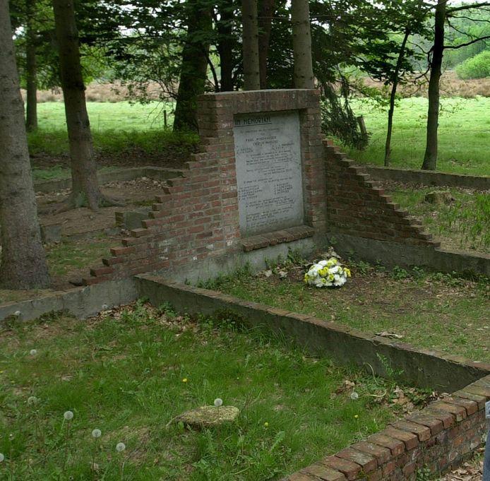 Het Vloeiweide-monument, op de fundamenten van de boswachterswoning van de familie Neefs.