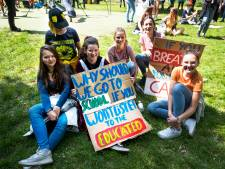 Honderden klimaatspijbelaars in Utrecht: 'Ik vind het gewoon niet fijn dat het warmer wordt'