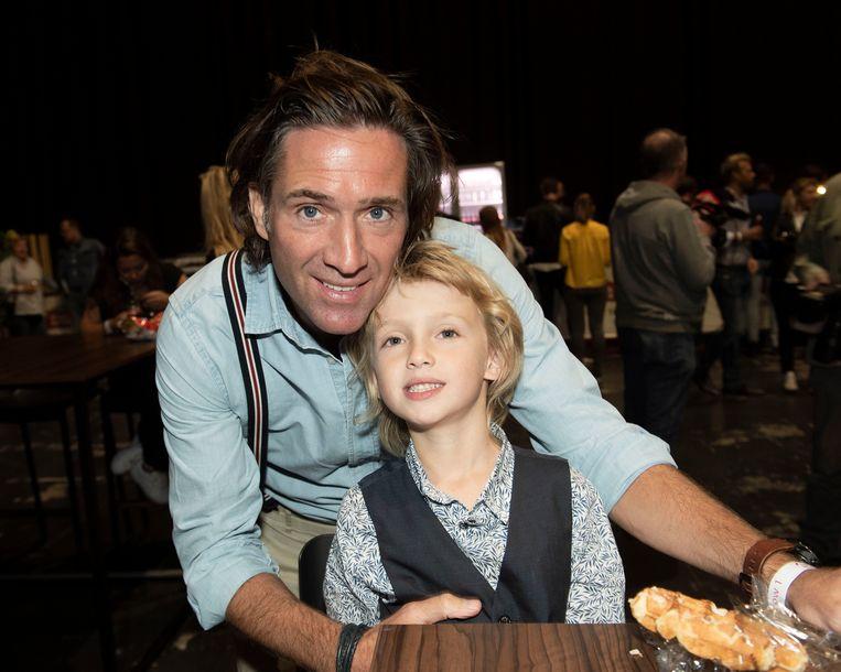 Frederik, de echtgenoot van Evy Gruyaert en hun zoontje Alec.